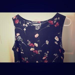Dresses & Skirts - Shift dress with floral design